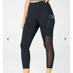 NWOT XL Mesh Black Pocket Capri Leggings